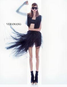Vera Wang - Vera Wang S/S 2016. Model Molly Bair.