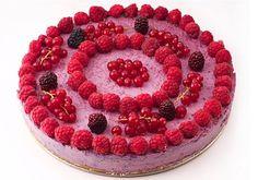 tort raw-vegan de fructe de padure Raw Vegan Recipes, Raspberry, Deserts, Workouts, Food, Desserts, Dessert, Work Outs, Meals