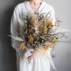 komameri Wedding Kimono, Floral Wedding, Wedding Bouquets, Wedding Flowers, Girls With Flowers, Types Of Flowers, Dried Flower Bouquet, Dried Flowers, Boho Flowers