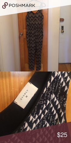 Everly Jumper Super cute onsie jumpsuit! Size medium but better fits a small depending on how you want to wear it. Front pockets, looks great with heels and a belt! In excellent condition Everly Pants Jumpsuits & Rompers