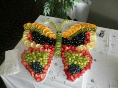 These party platter ideas will blow your mind! Not your average Veggie Tray or Fruit Tray! Learn how to create themed vegetable and fruit trays for your holiday party! Party Platters, Party Trays, Snacks Für Party, Food Platters, Party Appetizers, Fruit Party, Christmas Appetizers, Tropical Party Foods, Birthday Appetizers