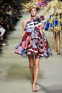 Viktor & Rolf Parigi - Haute Couture Spring Summer 2020 - Shows - Vogue. Haute Couture Paris, Couture Week, Style Couture, Spring Couture, Couture Fashion, Runway Fashion, Fashion Week, High Fashion, Fashion Show