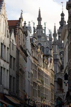 bruxellois:  pollysthings:brussels architecture por mym