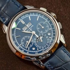 Patek Philippe has been associated with perpetual calendar chronographs for several decades now. Not only was Patek the first to unite both complications in a wristwatch (with the ref. 1518), but the brand even added, in some references, a split-seconds function or a minute repeater to this already