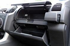 Volkswagen Amarok w porównaniu z Isuzu D-MAX Multimedia, Isuzu D-max, Volkswagen, Car Seats, Trucks, Vehicles, Truck, Car, Vehicle