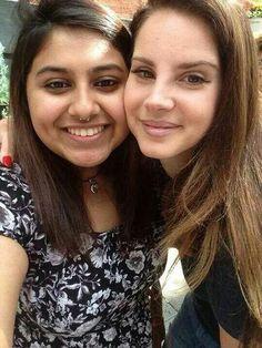 Lana Del Rey with a fan