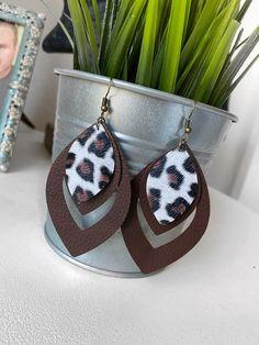 Diy Leather Earrings, Diy Earrings, Crochet Earrings, Diy Jewelry, Jewelery, Arts And Crafts, Diy Crafts, Ear Rings, Cricut Explore