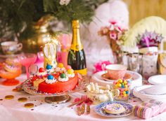Alice in Wonderland DIY table decor! (Tiffany Pratt's Spring Wonderland Tabletop) Tiffany Pratt, Diy Party, Party Ideas, Event Ideas, Alice In Wonderland Tea Party, Party Entertainment, Party Accessories, Holidays And Events, Party Planning