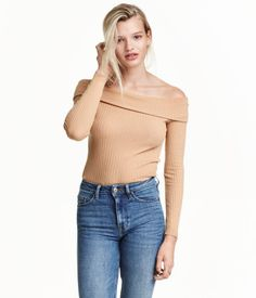 Beige. Fitted off-the-shoulder top in soft, ribbed jersey with a foldover upper edge and long sleeves.