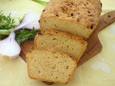 A képeken látható egyszerű és olcsó kenyér kukoricalisztből készült. Nem okvetlenül kell többféle lisztet kevernünk ahhoz, hogy jó, gluténmentes kenyeret ehessünk.Sok esetben ugyanis a gluténmentesen, házilag készíthető