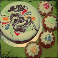 McFly Cake and Cupcakes using the Radio:ACTIVE microphone logo and plectrums from the Above the Noise tour!