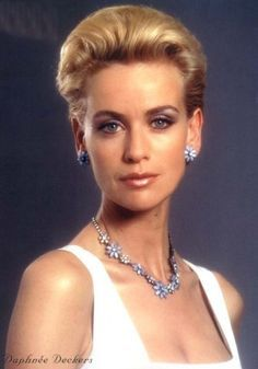 Elliot Carver' s PR Girl - Daphne Deckers - James Bond 007 - Tomorrow Never Dies 1997 Carey Lowell, James Bond Women, Claudine Auger, Kim Novak, Kim Basinger, James Bond Movies, Bond Girls, Film Base, Famous Faces