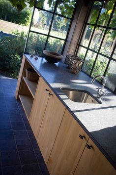 Buitenzwembad in beton met donkergrijze liner | DcPools Pool House, Pool Houses, House, Interior Inspiration, Kitchen, Home, Home Renovation, Outdoor Kitchen, Patio Interior