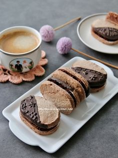 Dacquoise, Food Fantasy, Cute Desserts, Biscuit Cookies, Something Sweet, Macaroons, Shortbread, Gingerbread, Cake Recipes