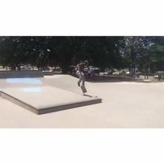 Practicing manuals with @blacktray at the local park. For more manny fun check out shralpin.com