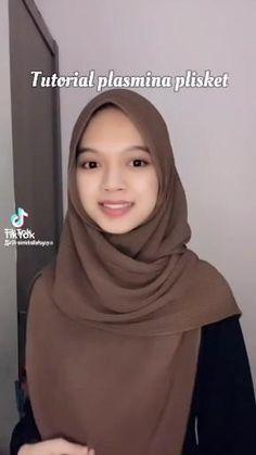 Stylish Hijab, Modest Fashion Hijab, Modern Hijab Fashion, Hijab Fashion Inspiration, Muslim Fashion, Hijab Tutorial Segi Empat, Tutorial Hijab Wisuda, Pashmina Hijab Tutorial, Simple Hijab Tutorial