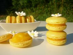 Macarons de lim�n con lemon curd