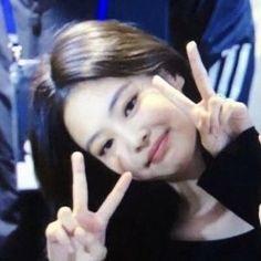 Kim Jennie, Blackpink Photos, Blackpink Lisa, Cute Icons, Favorite Person, Ulzzang Girl, Girls Generation, Kpop Girls, Girl Group