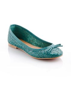 Great pair of flats. Love this color!