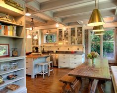 houseandhomepics:  kitchen by J.A.S. Design-Build http://www.houzz.com/photos/4683116/Kitchens-traditional-kitchen-seattle