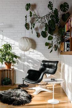 Reading corner in an apartment in Finland : ScandinavianInterior Scandinavian Interior Design, Modern Interior Design, Cosy Corner, Apartment Design, Midcentury Modern, Ikea, Sweet Home, Living Room, Chair