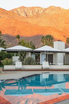 Take a look at this stunning mid-century modern hotel's extreme makeover. You'll want to start booking your next vacation at the L'Horizon Palm Springs stat Palm Springs Hotels, Palm Springs Style, Palm Springs California, Hotel California, Palm Desert, Desert Life, Coachella Valley, The Places Youll Go, Modern Architecture