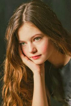 Pictures of Mackenzie Foy, Picture - Pictures Of Celebrities Mackenzie Foy, Die Twilight Saga, Twilight Movie, Wattpad, Nikki Reed, Interstellar, Kristen Stewart, Beautiful Actresses, Female Characters