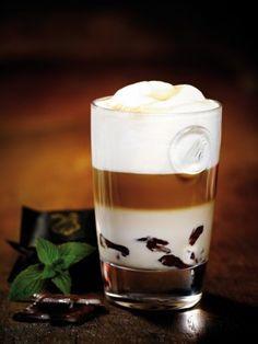 Café Latte Macchiato, encuentra ésta y otras deliciosas recetas para preparar esta tradicional bebida...http://www.1001consejos.com/recetas-para-preparar-cafe/