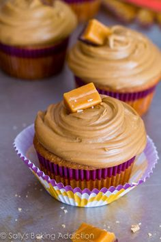 These are the BEST cupcakes! Caramel cupcakes topped with salted caramel frosting and salted caramel candies. [Sallys Baking Addiction] Check out the website to see Cupcake Recipes, Cupcake Cakes, Dessert Recipes, Cupcake Ideas, Köstliche Desserts, Delicious Desserts, Plated Desserts, Caramel Treats, Caramel Candy