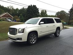 2017 GMC Yukon Denali White color