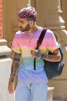 "zaynedites: ""Rainbow Zayn in NY❤️🧡💛💚💙💜 "" Zayn Mallik, Zayn Malik Photos, Niall Horan, Zayn Malik Hairstyle, Zayn Malik Style, Mens Hair Colour, Temporary Hair Color, Haircuts For Men, Pink Hair"