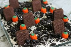 Graveyard Dirt Cake. This is perfect for Halloween!!  http://lilluna.com/graveyard-dirt-cake/