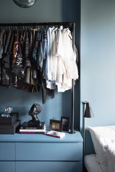 Bedroom Wall Decor Ideas Small Rooms Shelving is extremely important for your home. Whether you pick the Ideas For Decorating Bedroom Walls or Bedroom Wall Decor Ideas Small Rooms Basements, yo Black Bedroom Design, Blue Bedroom, Bedroom Wall, Bedroom Decor, Wall Decor, Small Rooms, Small Spaces, House Of Philia, Room Shelves