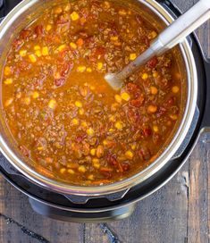 This Instant Pot Taco Soup recipe is an easy weeknight dinner that's full of all your favorite Mexican flavors. An instant pot is one of the hottest trends of Beef Recipes, Soup Recipes, Healthy Recipes, Instant Pot Pressure Cooker, Pressure Cooker Recipes, Pressure Cooking, Tacos Mexicanos, Slow Cooker Beans, Instant Pot Dinner Recipes