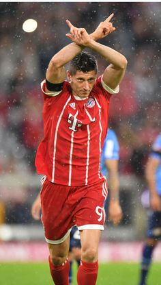 football is my aesthetic Robert Lewandowski, Fc Bayern Munich, I Robert, Football Wallpaper, Football Pictures, Football Players, Sport, Superstar, Gaming Wallpapers