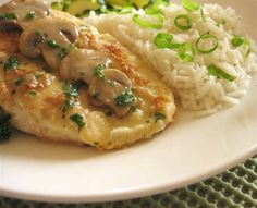 Suprême de poulet à la forestière | .recettes.qc.ca Omelette, How To Cook Chicken, Poultry, Mashed Potatoes, Chicken Recipes, Clean Eating, Food And Drink, Turkey, Cooking Recipes