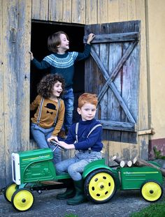Boys and tractor / Photos and movie | Vivi & Oli-Baby Fashion Life