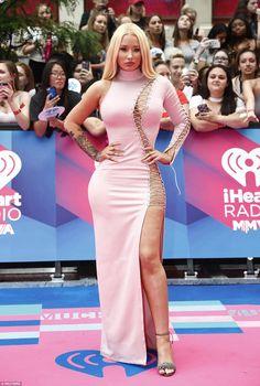 Iggy Azalea stuns the red carpet at Much Music Awards in Toronto Iggy Azalea, Much Music Awards, Black Dress Red Carpet, Romantic Curls, Clint Eastwood, Celebrity Dresses, Sexy Hot Girls, Pink Dress, Fashion Beauty