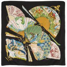 """HERMES Paris made in france Carré en soie imprimée, titré """"Brise de Charme"""", dessiné par J.Abadie en 1985, réédité en 1990, à bordure noire."""