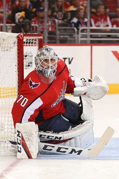 WASHINGTON, DC - SEPTEMBER 18: Braden Holtby #70 of the Washington Capitals rends the net against the Boston Bruins during the first period of a preseason NHL game at Capital One Arena on September 18, 2018 in Washington, DC. (Photo by Patrick Smith/Getty Images)