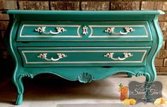 Do you love turquoise? Teal? Aqua?? On your furniture? Im showing you how I transformed this little Drexel bombe dresser in General Finishes in a Patina Green and Coastal Blue mix for a unique accent piece.   Welcome! From Thea at That Sweet Tea Life