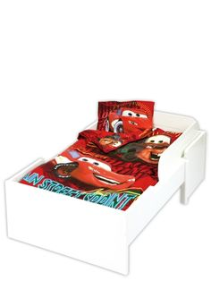 Pikkukuskin on mukava nukkua Salaman ja Martin seurassa. Autot-pussilakanan koko 120 x 160 cm, tyynyliinan koko 40 x 60 cm. 100 % puuvillaa. Ökö-Tex 100 -standardin mukainen turvallinen tuote. Pesu 60 asteessa, rumpukuivaus sallittu. Salama, Toddler Bed, Furniture, Home Decor, Child Bed, Decoration Home, Room Decor, Home Furnishings, Arredamento