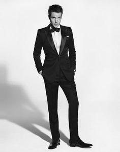 Esmoquin -Me gusta que el esmoquin sea de negro y se lleve una corbata de lazo.