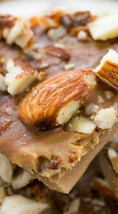 This Peanut Butter Almond Roca is the best butter toffee recipe ever! Add chocolate, almonds, and peanut butter to a traditional toffee recipe! Fudge Recipes, Almond Recipes, Candy Recipes, Dessert Recipes, Brittle Recipes, Homemade Toffee, Homemade Candies, Best Butter Toffee Recipe, Sweet Desserts