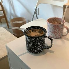 Image shared by dαydreαming. Find images and videos about pretty, chocolate and coffee on We Heart It - the app to get lost in what you love. Coffee Date, Coffee Break, Iced Coffee, Coffee Drinks, Coffee Shop, Iced Latte, Morning Coffee, Cafe Food, Aesthetic Food