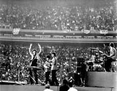Beatles at Shea Stadium 1965. Se me abren las carnes.