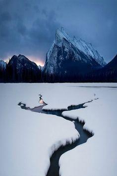 Winter Lake, Mount Rundle, Canada photo via frederico