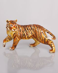 """Джей Strongwater Grand Tiger Статуэтка  Исключительно у нас. Красиво подробная фигурка захватывает власть и элегантность Крадущийся тигр. Изготовлен из литого металла. Рука эмалированная и ручной набор с кристаллами Swarovski®. 15.25 """"W х 7,25"""" D х 9 """"T. Сделано в США."""