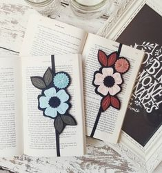 Bookmark - Booklover Gift - Teacher Gift - Reader Gift - Bookworm Gift - Bookclub Gift - Planner Band - Flower Bookmark - Bookmark set - Two of my most popular bookmarks in one new set! Perfect f - Book Lovers Gifts, Book Gifts, Gift For Lover, Gifts For Bookworms, Gifts For Readers, Great Teacher Gifts, Teacher Appreciation Gifts, Cute Crafts, Felt Crafts