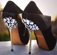 Chaussures avec diamands | chaussures, talons aiguilles, mode, luxe, tendance, shoes. Plus de nouveautés sur http://www.bocadolobo.com/en/news/